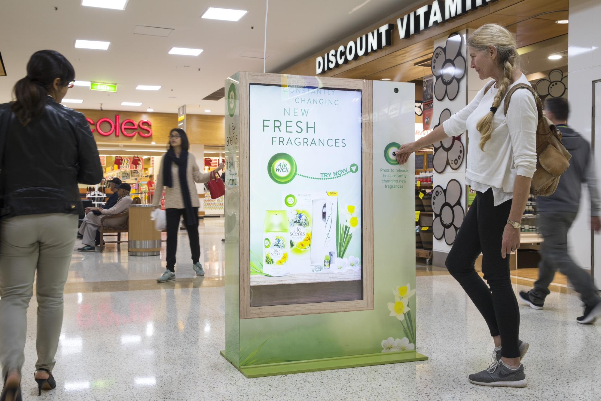 airwick-ashfieldmall-out-of-home-ooh-scented-panel